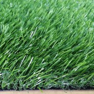 Erba artificiale della plastica del giardino di paesaggio di sembrare naturale di plastica poco costoso