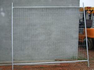 電流を通された障壁の一時塀のパネル