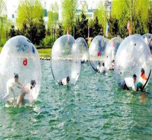 Le géant gonflable 1,5-3.0m à pied de l'eau transparente de ballons colorés pour enfants et adultes