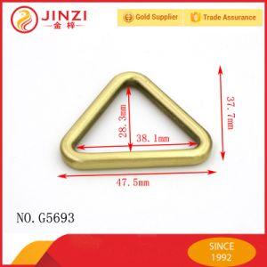 Los bordes del triángulo regulador de la correa de hebilla Tote