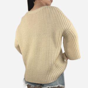 新式のベージュ方法緩い角の袖の女性のセーター