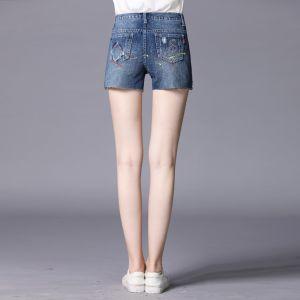 Il denim in rilievo Handmade guarnito sfilacciato strappato mette i jeans in cortocircuito spruzzati con vernice