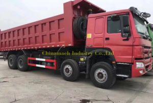 12の車輪が付いているHOWOのダンプトラックの8X4によって使用されるトラック