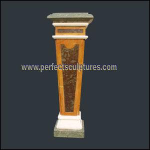 Het snijden van het Marmeren Voetstuk van het Graniet van de Steen voor de Decoratie van het Huis (BA071)