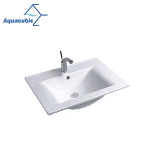 一つの浴室の洗面器およびカウンタートップの洗面器