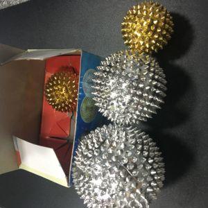 Las bolas de masaje magnético de la Acupuntura puntiagudos las bolas de color plata 5,6 cm.