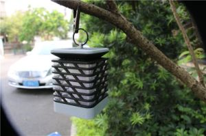 屋外LEDの太陽エネルギーのランタンの蝋燭ライトランプのテラスの庭ライトは防水する