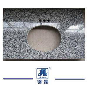 壁またはフロアーリングまたはタイルまたは台所カウンタートップまたは階段ステップまたは墓碑または噴水または虚栄心ののための磨かれたスプレーの白い花こう岩か海の波上の/Pavingの石