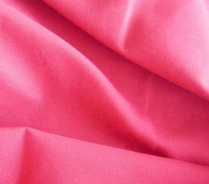 衣服ファブリックのための100%年のポリエステルマイクロあや織りのモモの皮ファブリック