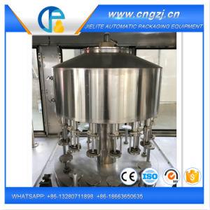 Riempimento di lavaggio tappando la linea di produzione per vino/acqua/bevanda