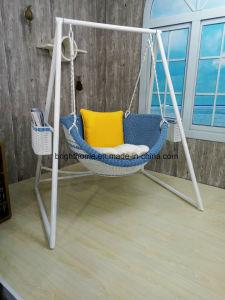 安定したハングの椅子の樹脂の柳細工の屋外の庭の家具