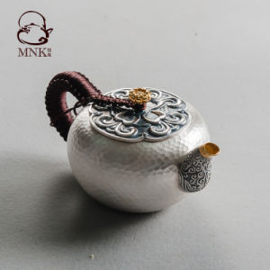 銀製のやかんの銀の瓶の銀の鍋水鍋の茶鍋