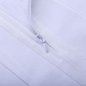 白いストラップレスのホールターのネックの半分の背部が開いた方法党包帯の服