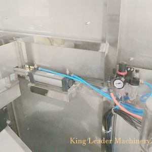 Recycler la bouteille de 5 gallons plafonnement de la machine de remplissage de l'eau de godet