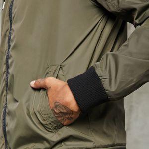 ポリエステルフードが付いている明白なウインドブレイカーのジャケットのジッパーのジャケットの人の冬のコート