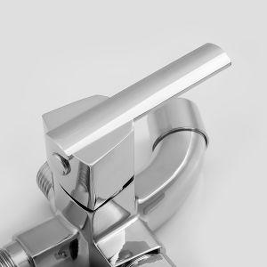 Установка на стену водопада душ под струей горячей воды с двойной ручкой ванной струей воды