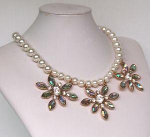 新しいガラス訓練Sf001は方法宝石類のたがの合金の花のアクセサリの真珠の不足分のネックレスの着く