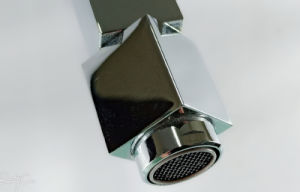 正方形のタイプ壁に取り付けられた真鍮の浴室の胸当ての蛇口(YQ-V6)