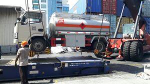 4X2 Dongfengのディーゼル機関9000Lの燃料のタンク車