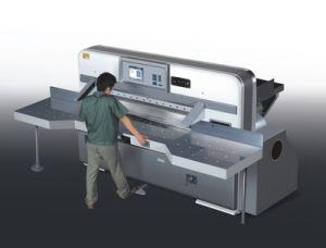 プログラム制御のペーパー打抜き機またはペーパーカッターかギロチン機械