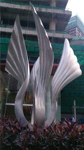 La sculpture en acier inoxydable, d'aile extérieure de sculptures abstraites.