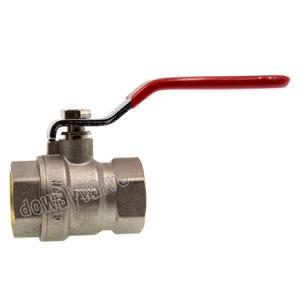 Diseño de la luz de la válvula de bola de latón con mango de acero con DW261.
