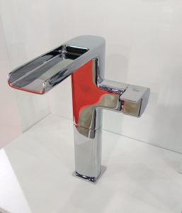 衛生製品の滝の洗面器のミキサー