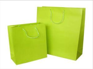 Sacchetto di acquisto di carta di vendite calde con la vostra stampa di marchio
