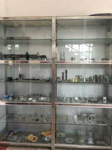 Metall, das verbiegende Teile für Möbel-Verbinder stempelt