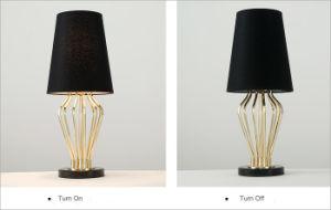 Bureau Marbre Noir : Le marbre & metal hotel chambres or lampe de bureau avec lampe de