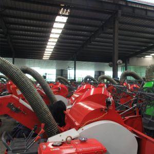 小型力のコンバイン収穫機