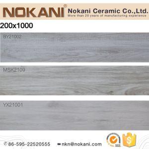 La planche en bois de couleur claire de la porcelaine de Tuiles Tuiles de plancher en bois