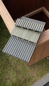 Um deck de materiais compósitos de polímero de madeira/WPC Andar