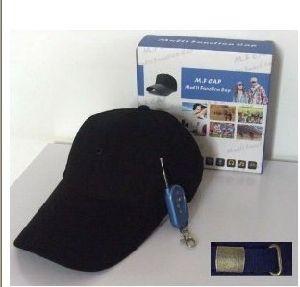 La leva de la tapa sombrero DVR cámara con tarjeta de memoria en el interior