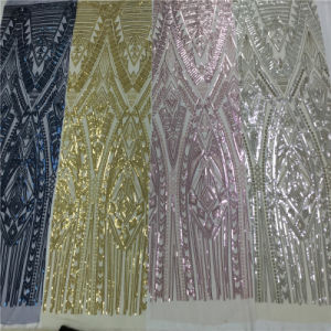 金のウェディングドレスの女性のための刺繍されたスパンコールの刺繍のメッシュ生地