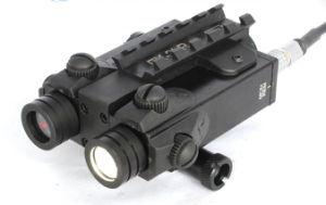 Vista rossa del laser del nuovo fucile tattico di standard militare con una torcia elettrica da 250 lumen LED