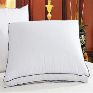 卸し売り羽のアヒルは挿入か装飾的な枕または満たされたクッション置く