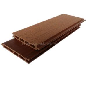 紙やすりで磨く表面の木のPEの板が付いている空WPCの壁パネル