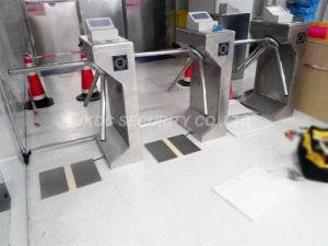 O controle de acesso de segurança semiautomático Catraca Tripé de leitor de impressões digitais