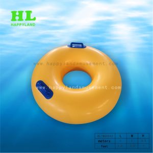 Anello gonfiabile di corsa con gli sci di acqua della boa per galleggiare
