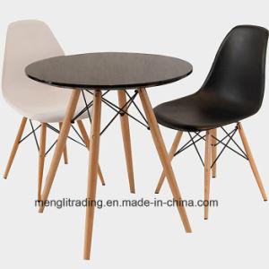 様式の黒のEamesの別の椅子