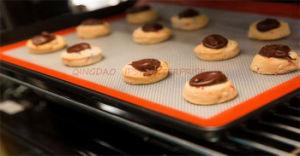 シリコーンのベーキングマットの非棒MacaronsはPizaaのクッキーはさみ金を広げる