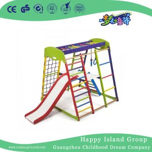 Mini-filhos a escalada das estruturas de reprodução parque infantil com equipamentos deslize