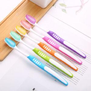 Лично у производителя зубной щетки продукции высокого качества зубной щетки для взрослых
