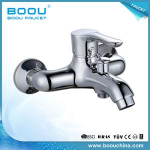 Boou monté au mur du bassin de la salle de bains à poignée unique robinet