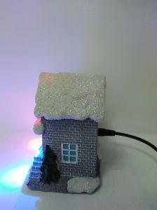 良質の樹脂のLEDが付いている音楽的なクリスマスの家