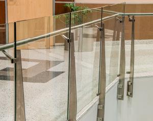 Het Traliewerk van de Veiligheid van de Gang van de supermarkt/de Aangemaakte Balustrade van het Glas voor de Commerciële Bouw