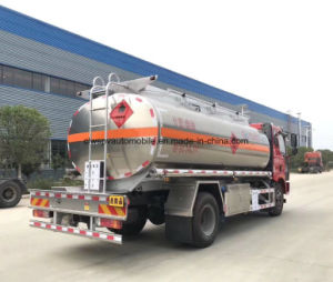 FAW 15klはタンクトラック15000Lのアルミ合金のタンク車に燃料を補給する