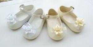 Del capretto delle neonate pattini infantili della chiesa di battesimo della ballerina del merletto di battesimo del camminatore pre