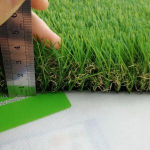 Tappeto erboso sintetico di paesaggio falso artificiale morbido dell'erba per il giardino